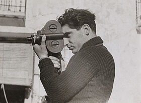 Robert Capa by Gerda Taro (May 1937)